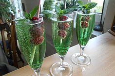 Waldmeister-Cocktail, ein tolles Rezept aus der Kategorie Cocktail. Bewertungen: 6. Durchschnitt: Ø 4,3.