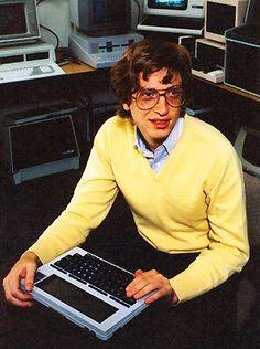 Yo fuí a EGB.Recuerdos de los años 60 y 70.Bill Gates y Steve Jobs.Microsoft y Apple en la década de los 70.|yofuiaegb Yo fuí a EGB. Recuerdos de los años 60 y 70. Bill Gates Steve Jobs, Steve Wozniak, Apple Ii, Bill Gates Biography, Writing Software, Old Computers, Easy Science, Computer Technology, Vintage Advertisements
