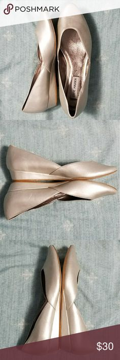 Lovely Steve Madden silver low wedges, 7.5 For the princess who wants comfort and style, Steve Madden gives you these! Arabian Nights meets Cinderella?! Maybe my imagination is a bit too active, but there's no denying these are beautiful! Almond toe. Elegant, shimmery silver color. Low wedge adds a bit of height but doesn't sacrifice comfort. Great for prom or formal events, but could also be paired with a dark grey blazer/pencil skirt and a shimmery blouse! So versatile. 😍 EUC. A few very…