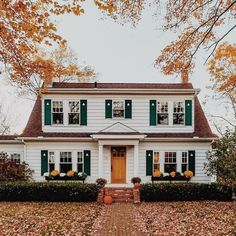 45 Lovely Front Porch Decoration Ideas For Fall