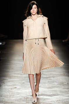 Marco de Vincenzo Spring 2014 Ready-to-Wear Collection Slideshow on Style.com. Sunburst pleated laser cut, obsessed.