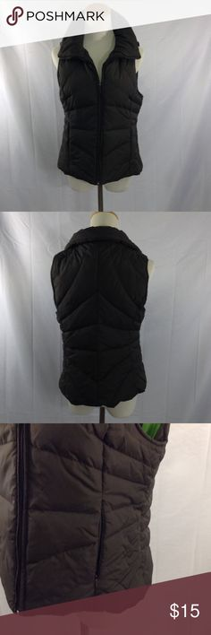 Dark Brown Puffer Vest Cold weather isn't almost gone, this puffer vest would compliment a brown, beige, burgundy sweater with jeans and Timberland boots. This puffer vest has no damage of any kind, it's practically brand new. ✨💖✨ Kenneth Cole Reaction Jackets & Coats Puffers
