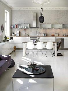 A light open plan kitchen & living area Kitchen Inspirations, House Design, House Styles, Bold Kitchen, Kitchen Interior, Home, Interior, My Scandinavian Home, Home Decor