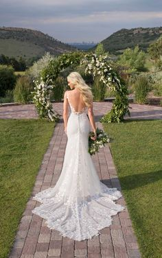 This lace wedding dress from Martina Liana is a dream come true! ☁️ Beautiful lace details and luxurious fabric. Repin This Look to your dream wedding dress board!💕// www.martinaliana.com Spring 2017 Wedding Dresses, Lace Wedding Dress, Backless Wedding, Wedding Dress Trends, Designer Wedding Dresses, Wedding Blog, Dress Lace, Modest Wedding, Dream Wedding