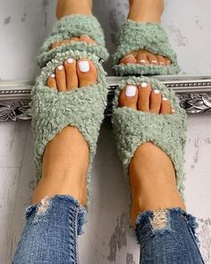 2020 New Fashion Woman Household Flat Sandals – Mensootd Toe Ring Sandals, Flat Sandals, Shoes Sandals, Shoes Sneakers, Cheap Fashion, New Fashion, Womens Fashion, Open Toe Flats, Estilo Fashion