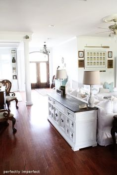 Today I am featuring the home of Shaunna from the blog Perfectly Imperfect. Shaunna is a seriously talented painter and her home is a great reflection of her talent. Enjoy! l i v i n g  r o o m d i n i n g  r o o m p l a …