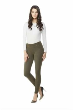 Are you under Looking for petite fashion advice? Check your wardrobe right now and make sure you have these 8 stylish petite staples. Pear Shaped Dresses, Pear Shaped Outfits, Fashion For Petite Women, Womens Fashion For Work, Cheap Fashion, Fashion Women, Best Petite Jeans, Petite Leggings, Stylish Petite