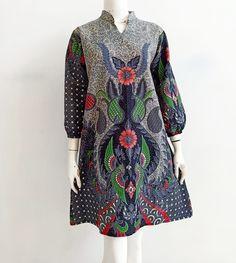 Gambar mungkin berisi: orang berdiri Blouse Batik, Batik Dress, Saree Dress, Outer Batik, Model Kebaya, Batik Fashion, Pakistani Dresses, African Dress, Tunics