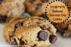 Pumpkin Oatmeal Chocolate Chip Cookies These were great. Loved the texture of them. Very soft but chewy from the oatmeal. Pumpkin Recipes, Fall Recipes, Cookie Recipes, Dessert Recipes, Sweet Desserts, Easy Desserts, Delicious Desserts, Yummy Food, Yummy Cookies