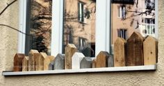 Fensterbank-Häusermeer München… via ©Designchen Source by twinklejule Wooden Blocks, Wooden Houses, Little Houses, House In The Woods, Wood Art, Tiny House, Christmas Crafts, Sweet Home, Home Decor