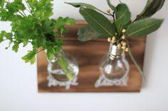 diy con bombillas Glass Vase, Home Decor, Diy Decorating, Bulbs, Creativity, Cooking, Home, Decoration Home, Room Decor