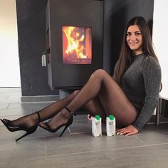 Lovely long legged ladies wearing sexy and fashionable pantyhose. Pantyhose Fashion, Pantyhose Outfits, Nylons And Pantyhose, Fashion Tights, Nylons Heels, Women With Beautiful Legs, Lovely Legs, Mode Outfits, Sexy Outfits