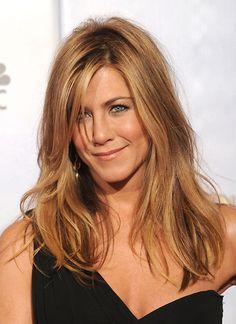 Leicht durchgewuschelt zieht Jennifer Aniston die Blicke der Golden-Globe-Gäste auf sich.