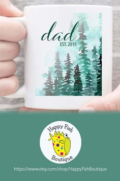 2019 forest mug. Simple mug makes a lovely Fathers Day Gift, cute pregn… Dad Est. 2019 forest mug. Simple mug makes a lovely Fathers Day Gift, cute pregnancy reveal idea, or a sweet gift for new dad. Cheap Fathers Day Gifts, New Daddy Gifts, Fathers Day Mugs, Diy Father's Day Gifts, Best Gifts For Her, Fathers Day Presents, Great Father's Day Gifts, Gifts For New Parents, Gifts In A Mug