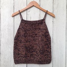 With a loose drape, deep armholes, and a cropped hem, the Beach Tank is a breeze to knit and wear. Summer Knitting Projects, Knitting For Beginners, Easy Knitting, Beach Tanks, Knit Picks, Panzer, Knitted Tank Top, Knitting Patterns, Sewing Patterns
