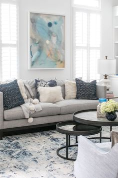 #DiyCraftsForRoomDecor Navy Blue And Grey Living Room, Blue Living Room Decor, Living Room Decor Inspiration, Living Room Accessories, Living Room Color Schemes, Living Room White, Cozy Living, Small Living, Modern Living