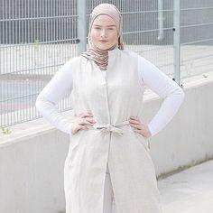 Wearing my @fa6omina kuwaiti hijab and @ruhcollective vest  #ootd #outfit #blogger #muslim #muslimah #muslimahfashion #muslimahapparelthings #fashionblogger #fashionista #fashion #outfitoftoday #blog #dutch #dutchblogger #minimal #minimalist