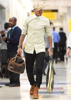 David beckham wearing red wing heritage moc 6 boots and stetson newsboy cloth hat Mens Boots Fashion, Best Mens Fashion, Mens Fashion Suits, Star Fashion, Male Fashion, David Beckham Boots, David Beckham Style, David Beckham Fashion, Botas Red Wing