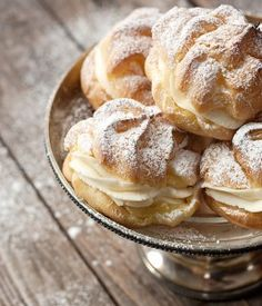 Puffs Cannoli Filled Cream Puffs - easy and delicious treats. Classic cream puff shells filled with cannoli filling.Cannoli Filled Cream Puffs - easy and delicious treats. Classic cream puff shells filled with cannoli filling. Cannoli Filling, Cannoli Cream, Just Desserts, Delicious Desserts, Dessert Recipes, Italian Desserts, Dessert Healthy, Recipes Dinner, Lunch Recipes