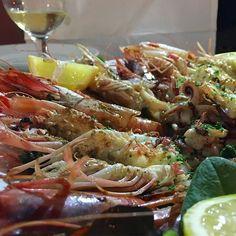 Una tira l'altra... #grigliatadipesce #grigliata #vernazza #cinqueterre #parcocinqueterre #giannifranzi #visitvernazza #gamberidisantamargherita #gamberoni #gamberi #moscardini #totani #vip #travel #foodblogger #igersfood #aplaceinlaspezia #visitvernazza #eatlocal #slowfish #freshfish #grilledfish #liguria