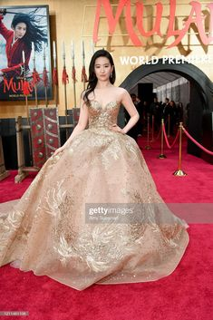 Liu Yifei in Elie Saab couture gown for the premiere of 'Mulan' in Los Angeles. Real Disney Princesses, Gold Gown, Elie Saab Couture, Ellie Saab, Red Carpet Looks, Down Hairstyles, Street Fashion, Ball Gowns, Glamour