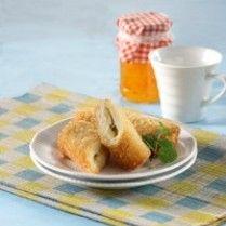 ROTI GORENG PISANG GULUNG http://www.sajiansedap.com/recipe/detail/454/roti-goreng-pisang-gulung