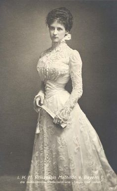 Edwardian bride in lace, 1910.