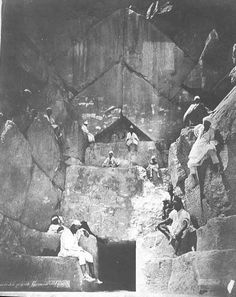 Entrance to the Great Pyramid (around 1890)  Autor pineado: Stein Kjellman Álbum pineado: Ancient http://www.pinterest.com/skjellman/ancient/