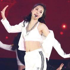 Nayeon Bias Wrecker Son Na Eun, Apink Naeun, Star Girl, Pop Singers, Perfect Body, Pretty Face, Kpop Girls, Cool Style, Style Inspiration