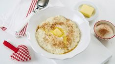 Oppskrift på risengrynsgrøt Recipe for rice pudding Rice Pudding Recipes, Norwegian Christmas, Scandinavian Food, Hummus, Easy, Panna Cotta, Tin, Good Food, Fun Food
