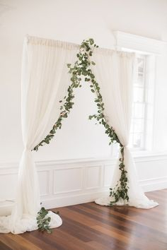 White wedding ceremony decor with greenery - Brooke Images. Glamour And Feminine Details For A Beautiful Pastel Wedding. Rustic wedding decorations wedding ceremony Glamour and Feminine Details for a Beautiful Pastel Wedding - Belle The Magazine Perfect Wedding, Dream Wedding, Wedding Day, Wedding Rustic, Wedding White, Simple Elegant Wedding, Diy Wedding, Rustic Wedding Details, Wedding Rings