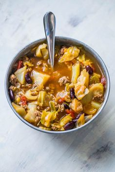 This hamburger cabbage soup recipe is so delicious and crazy easy! This hamburger cabbage soup recipe is so delicious and crazy easy! Cabbage Soup Recipes, Crockpot Recipes, Cooking Recipes, Healthy Recipes, Cooking Courses, Cabbage Hamburger Soup Recipe, Hamburger Soup Crockpot, Healthy Eats, Soap Recipes