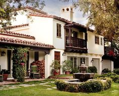 """𝑺𝒑𝒂𝒏𝒊𝒔𝒉 𝑺𝒕𝒚𝒍𝒆 𝑯𝒐𝒎𝒆 on Instagram: """"This house is picture perfect 😍 • #spanishstylerealtor #spanishstylehome #spanisharchitecture #spanishhome #spanishtiles #spanishstairs…"""" Spanish Revival Home, Spanish Colonial Homes, Spanish Style Homes, Spanish House Design, Contemporary Farmhouse Exterior, Farmhouse Design, Revival Architecture, Spanish Architecture, Home Styles Exterior"""