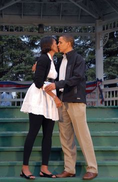 Barack & Michelle Obama - Michelle's style is impeccable! #Style #FLOTUS