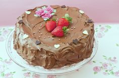 Ihana suklaakakku. Ihana suklaa vie kielen mennessään ja suklaakakkuahan ei juuri kukaan voi vastustaa! Käytä hyväksesi suklaisia vanukasjauheita, joilla valmistat helpot ja maistuvat täytteet kakkujen ja kääretorttujen väliin.