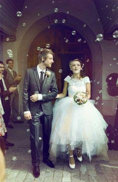 Alternative wedding   Bubbles instead of confetti