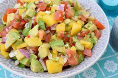 Hej!Ikväll kommer några vänner över och grillar och jag står och gör lite goda röror som är goda som tillbehör. En favorit är mangosalsa. Söt mango, fräsch koriander och len avokado. Här är receptet! Ha en härlig helg nu! Själv så startar semester på söndag kl 11 efter min sista klass på SATS. TJIHOOOOO!!! [...] Veggie Recipes, Wine Recipes, Salad Recipes, Healthy Recipes, Cooking Recipes, Food From Different Countries, Good Food, Yummy Food, Dinner Is Served