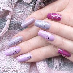 #trendstyle   #trends   #berry   #nails   #nailart   Unterschiedliche Nuancen im trendy Beerenton, aufgepeppt mit Nailart Silvercurve Tattoos Nr. 2 und Nr. 7 (Art.-Nr.: 3973 & 3978) machen diese Nägel zum Blickfang. Seid Ihr auch Fans von Beerentönen? Dann zeigt uns doch mal Eure Nägel.