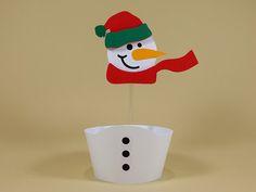 Os cupcakes natalinos ficarão ainda mais encantadores com esta forminha + topper boneco de neve. Festa de Natal - Natal