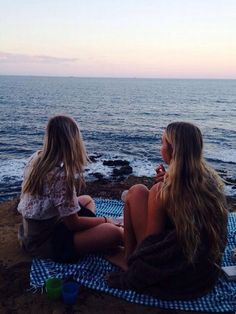 Watch the sunset with best friends on the beach