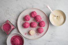 21. december – Kokoskugler med hvid chokolade og hindbær