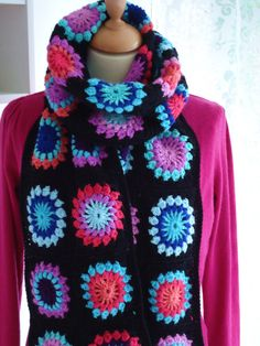 have been making quite a few granny square scarfs and loopty loops (cowl?) ...I should try this pin wheel pattern!