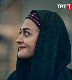 Turkish Beauty, Turkish Fashion, Female Actresses, Actors & Actresses, Esra Bilgic, Drama Tv Series, Muslim Beauty, Best Urdu Poetry Images, Beautiful Muslim Women