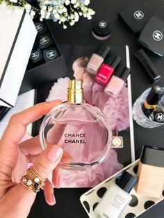 Perfume Scents, Perfume Oils, Perfume Bottles, Fragrance, Perfume Chanel, Best Perfume, Daisy Perfume, Solid Perfume, Beauty Fotos