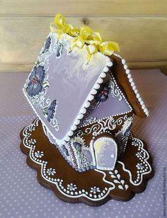 """Gingerbread House in lavender. A beauty. Кулинарные сувениры ручной работы. Ярмарка Мастеров - ручная работа Пряничный домик """"Лиловая весна"""". Handmade."""