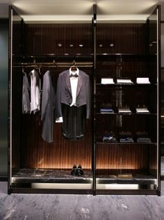 The Style Examiner: Gucci unveils first European menswear flagship store Walk In Wardrobe, Walk In Closet, Room Closet, Retail Store Design, Retail Shop, Dressing Room Design, Dressing Rooms, Cheap Bedroom Furniture Sets, Luxury Furniture