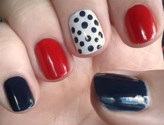 Great manicure for the 4th of July and game day!