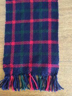 Bufanda escocesa en telar terminada
