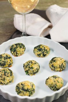 Even if you're not a fan of spinach, you've got to try this yummy appetizer. These Spinach Balls are delicious to eat and incredibly easy to make. The spinach, cheeses, and bread crumbs combine to create an appetizer that is full of flavor. Gluten Free Appetizers, Gluten Free Snacks, Foods With Gluten, Yummy Appetizers, Appetizer Recipes, Free Keto Recipes, Gluten Free Recipes For Dinner, Gf Recipes, Cooking Recipes