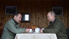 Путин иМедведев посетили церковь ипообщались срыбаками…